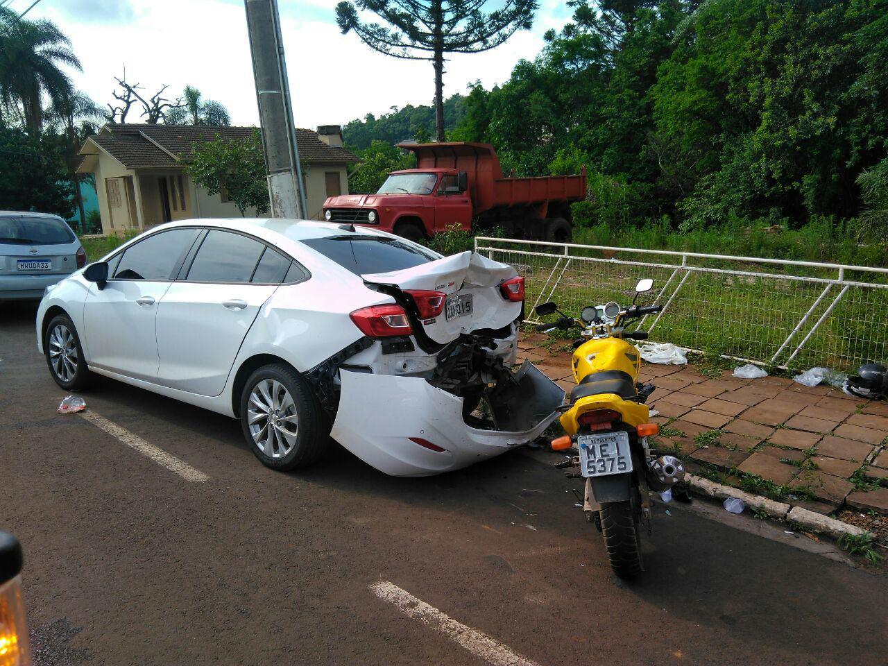 Motociclista atropela idosa e bate em carro em Palmitos - Portal DI Online
